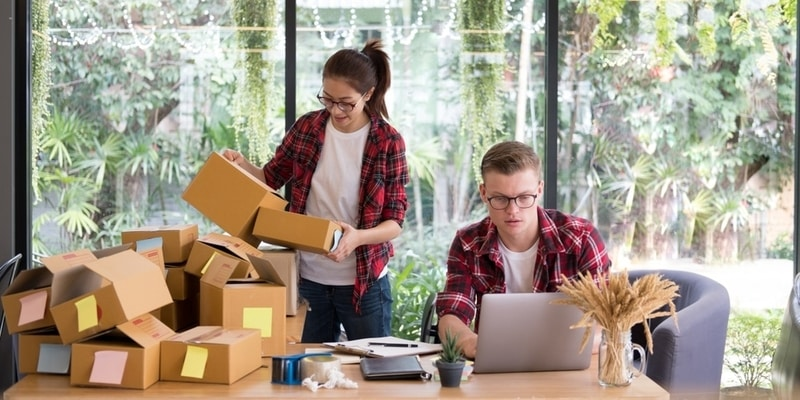 managing customer expectations and priorities in courier shipping systems 2019